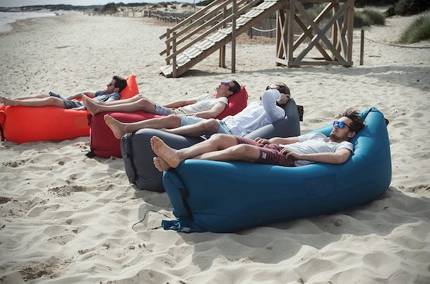 matelas gonflable lit portable pour la plage et le camping. Black Bedroom Furniture Sets. Home Design Ideas
